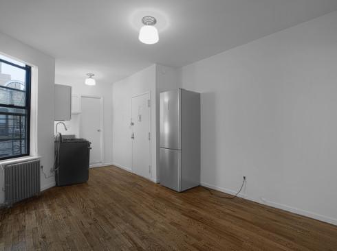 1420-3rd-Ave-#5RN-Livingroom1