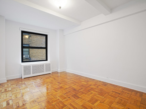 160 West 71st #14V Living Room