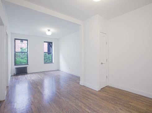168-E-81- #4A - living Room