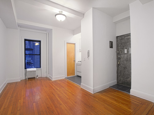 19 West 69th #404