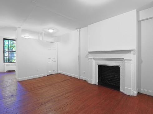 20 cornelia #1 Livingroom