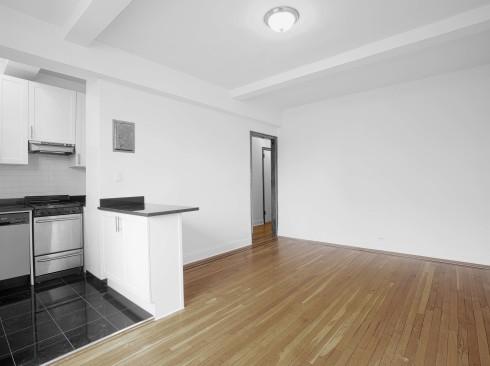 208-w-23-#1206-Livingroom2