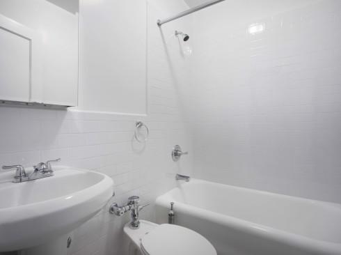 208-w-23-#303-BathroomLow.