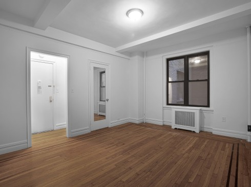 208-w-23-#808-Livingroom1