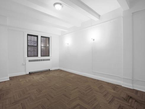245-e-11-#1E-Livingroom1