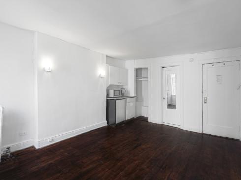 323 w 4th-#4D-Livingroom2