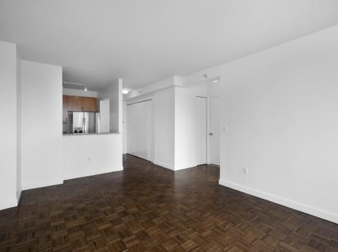 420-w-42-#18G-Livingroom2
