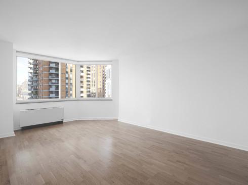 420 w 42 #21C Livingroom1Low