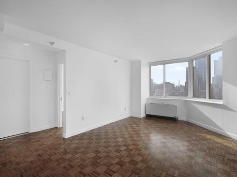 420-w-42-#31G-Livingroom1Low