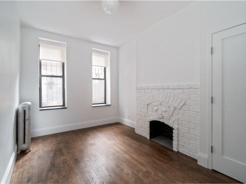7 Morton #4 - Living room 2