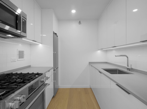 75-West-End-#P5J-KitchenLow