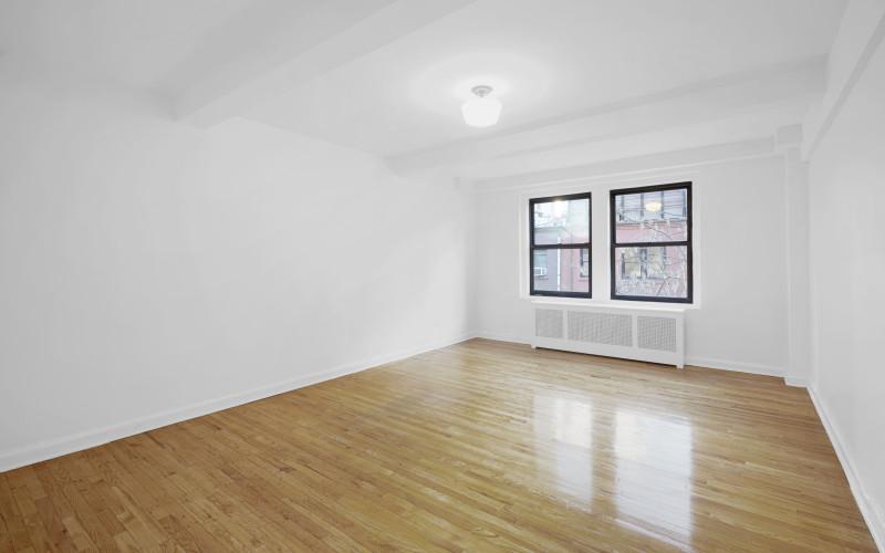 253 w 72 #616 Livingroom1Low