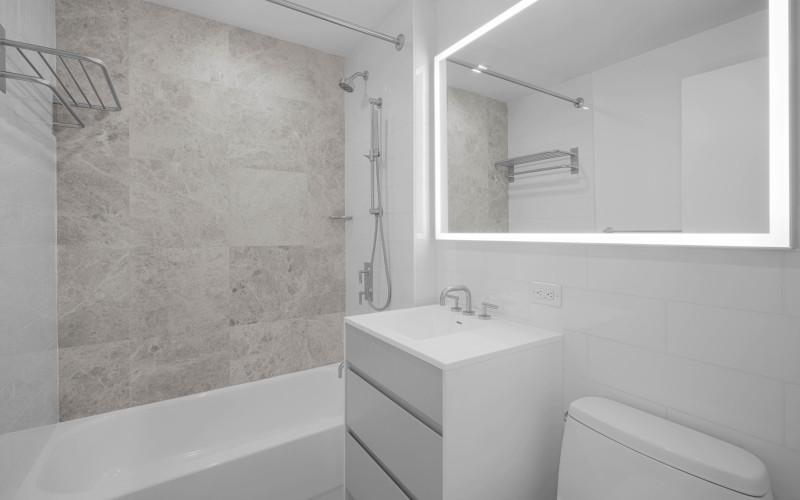 West End Towers S9J Bathroom