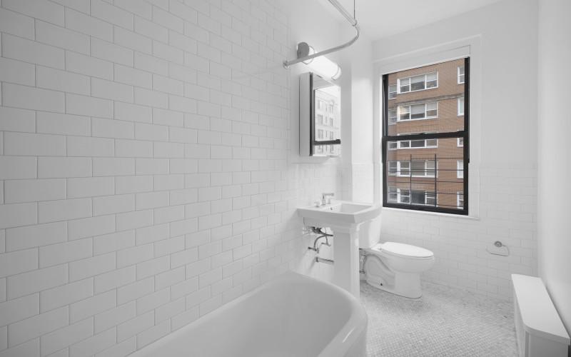 12 e 86 #800 Bathroom2Low