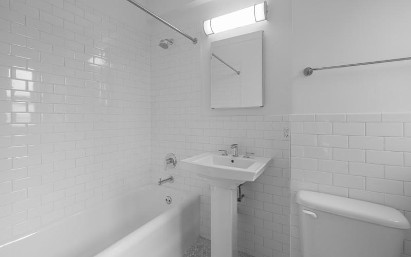 12 e 86 #800 BathroomLow