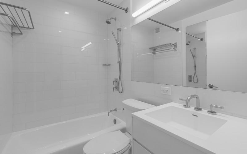 124 w 60 14H - BathroomLow