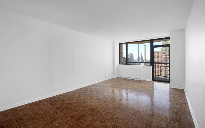 124 w 60 #20K Livingroom1