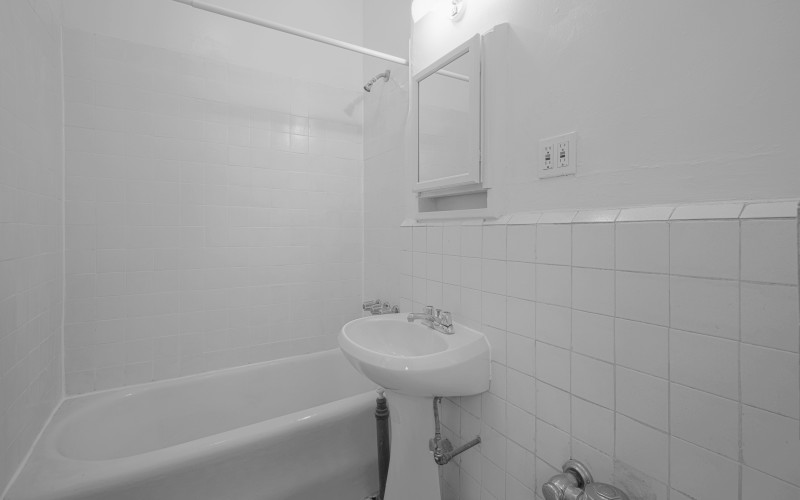 140Waverly #3C BATH