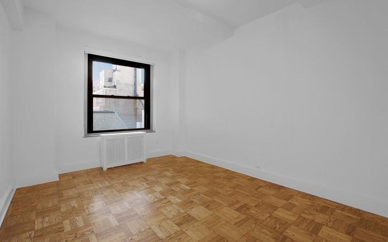 160 W 71 #14U Livingroom
