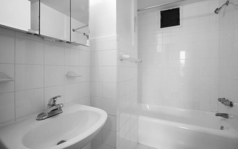 160 West 71st street #14U-Bathroom