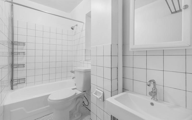 176 e- 1 #2C BathroomLow