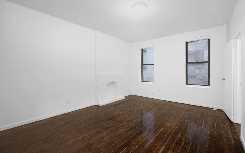 176 e- 1 #2C Livingroom1Low