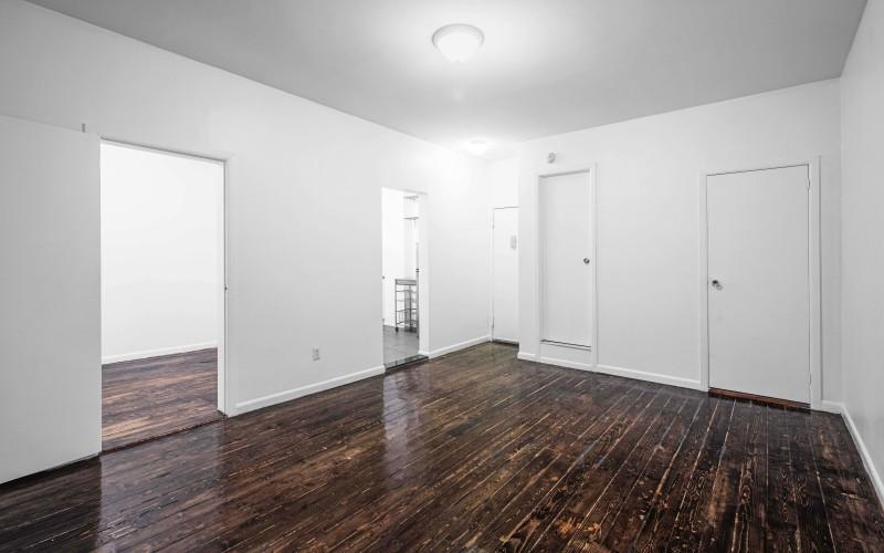 176 e- 1 #2C Livingroom2Low