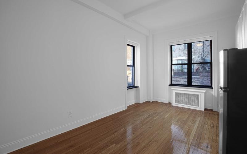 19 W 69-#406-Livingroom1Low