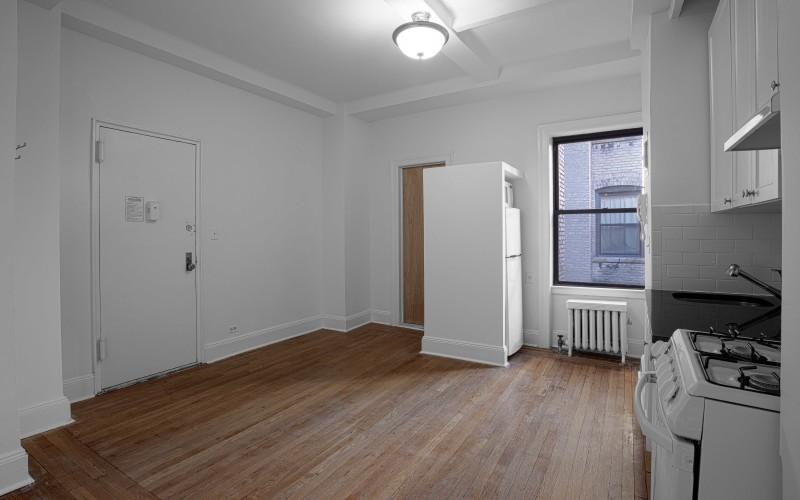 19 W 69-#903-Livingroom2Low