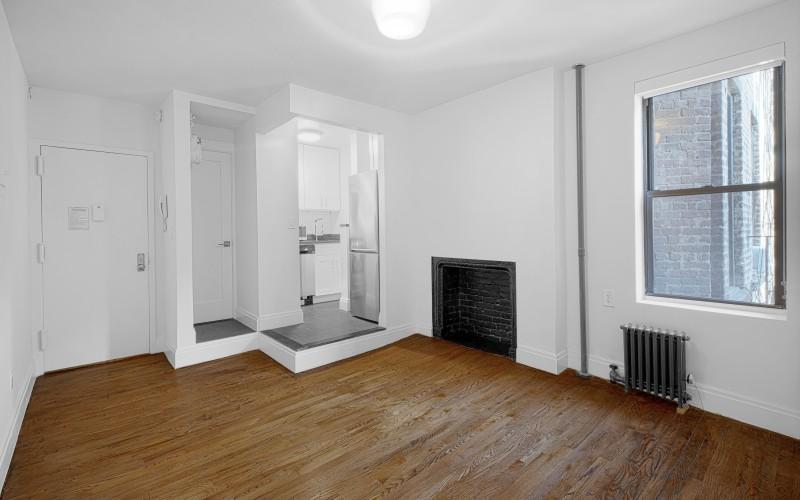 20-Cornelia-#2-Livingroom1Low