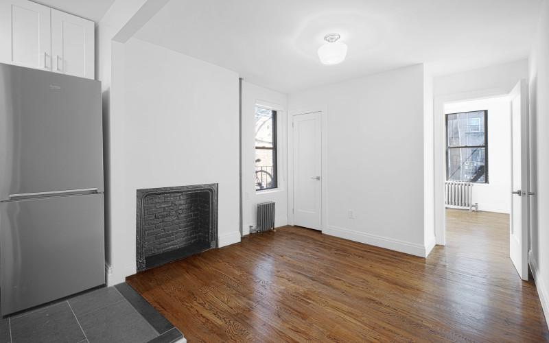 20-Cornelia-#2-Livingroom2Low