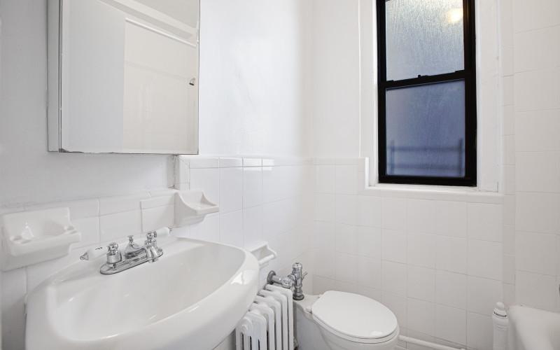 208-w-23-#1416-BathroomLow.