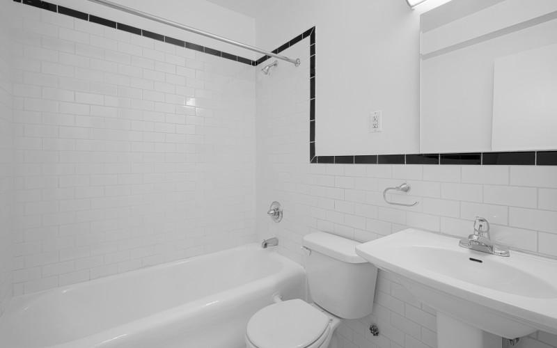 24 5th-ave 618-Bathroom