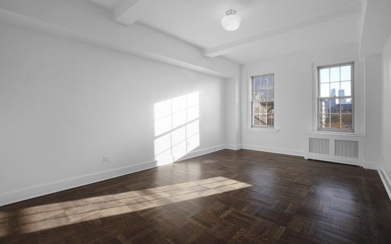 24 5th ave-apt 903-Livingroom1Low