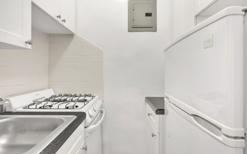 253 w 72 Kitchen