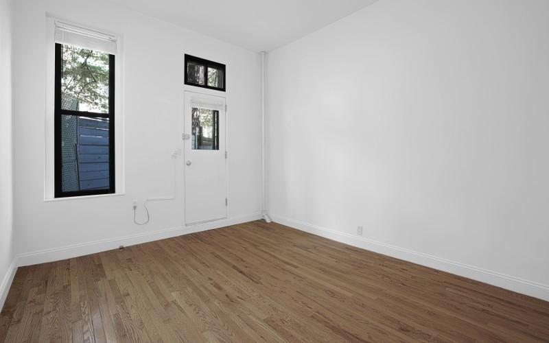48-Greenwich#1A-Livingroom1Low