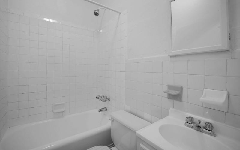 57-w-10-#2BC-Bathroom