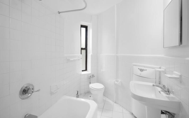62-Leroy-#1F-Bathroom