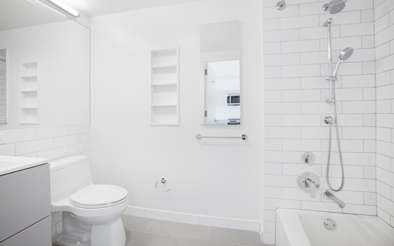 Enclave - Unit 1602 Bathroom