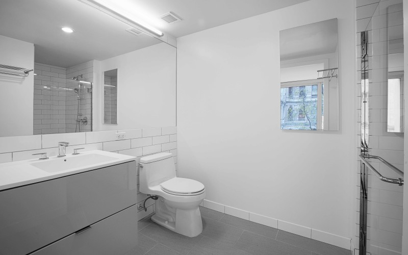 Enclave - Unit 412 Bathroom