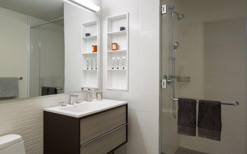 CIty Tower - N or P line - Master Bathroom